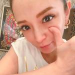 """【歌手】【音楽】<浜崎あゆみ>""""昼夜逆転生活中""""のどアップショット公開で反響!「可愛さ健在」「癒されました」"""