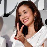 【女優】【芸能】上戸彩 第2子出産後初めて公の場に…スラリとしたスタイル変わらず