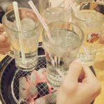 【悲報】居酒屋で全員水で乾杯している客が話題に