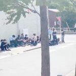 【俳優】【俳優】三浦春馬さん、自宅前に献花の違和感「なぜファンが自宅を知ってるの」「報道陣も怖い」懸念の声 #はと  [muffin★]