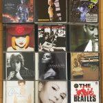 【未分類】岡村みいみ、両親からビートルズボンジョビマライアミスタービッグセリーヌジャミロクワイホイットニーとか洋楽CDを大量に貰う