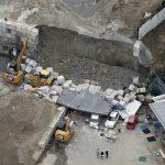 【ネタ】【画像】コンクリート・ブロックが崩れて3〜4人死亡