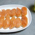 【画像ネタ】冷蔵庫にサーモンあったからお寿司作ったったwww