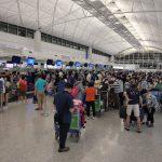 【画像】香港人さん、イギリスへ移住するため空港に集結してしまうwwww
