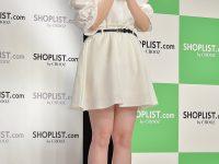 【白石麻衣】   青石麻衣は、かっこいい感じで憧れの自分です。ファッションは好きなのでいろんな格好に挑戦していきたいです」とコメントした。