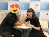 【AKB48】【悲報】写真会でがっつりヲタクの手にアゴをのせてるおばさんメンバーが見つかるwwwwwwwwww