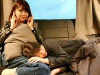 宮本佳林ちゃんがドイツでのバス移動中に人目もはばらかず金澤朋子ちゃんに膝枕をしてもらってる件