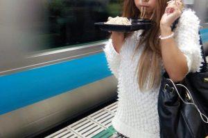 【芸能】【悲報】ゆきぽよさん、駅のホームで蕎麦を食べて炎上